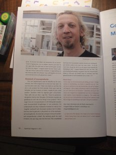 Inventor of the rocking chair Schommeli in an article from Ergotherapie Nederland Magazine about the unique experience and experience the beautiful rocking chair gives within the care and at home.