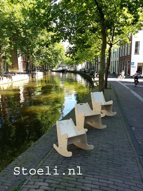 Range of Schommeli wooden rocking chairs on the waterfront in Gouda, proud home of the Stoeli Schommeli woorden rocking chairs